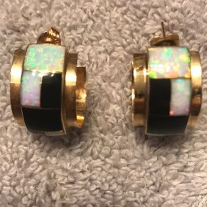 Amazing solid yellow gold opal earrings